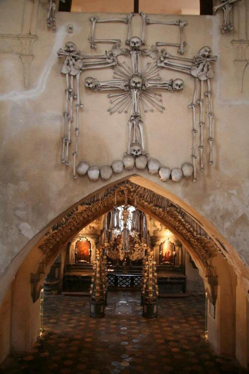 Sedlec_Ossuary_Entrance